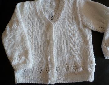 veste blanche bébé, point ajouré, tricotée main toute douce