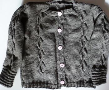 CREATION veste fille avec grosses torsades tricoté main